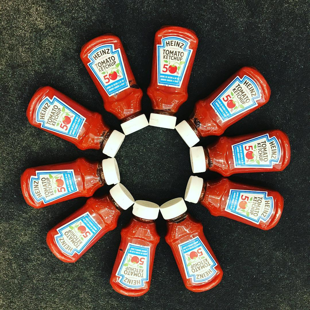 Either in a #barbecue, or on top of your fries… This new @kraft_heinz #Ketchup 🍅 will be your best friend this summer ☀️Less salty, less calories… I mean it's like the best thing ever right? 😎 #heinz