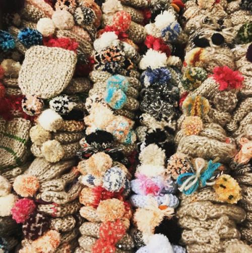 OMG! Sixth grade Kids from VBS-Maleizen (Overijse) did 820 little yarn hats for 2017 @innocentdrinksbe #tricothon #goedgemutstebreicampagne 🙌 good job!